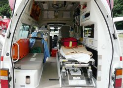Normal_ambulance__5_