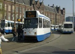 Normal_bus_tram_amsterdam_centraal